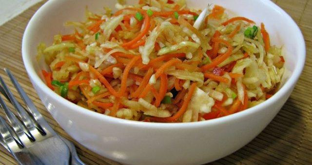 морковка по корейски в тарелке